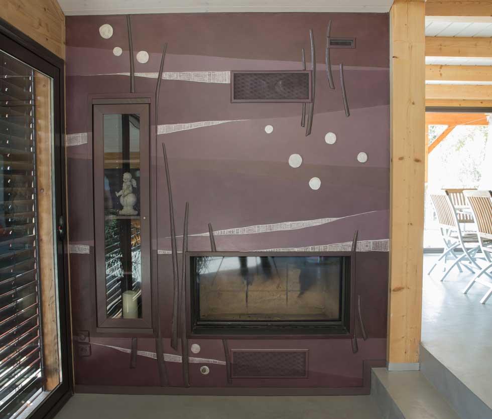Décorations, où cheminée et vitrine s'insèrent dans le motif